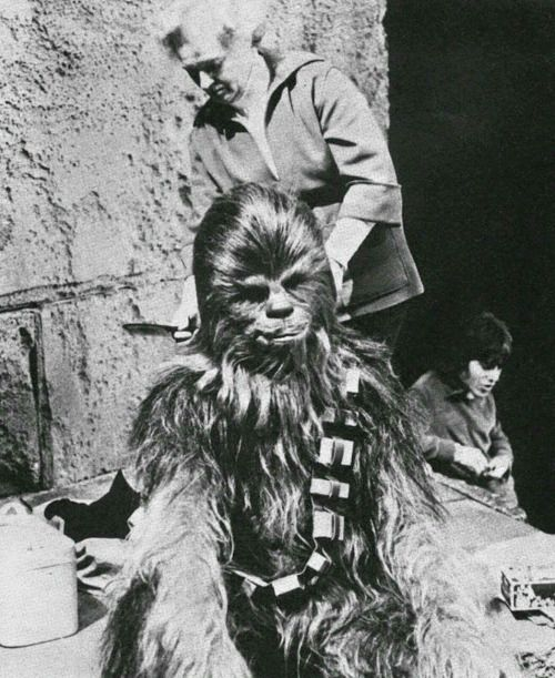 Peter Mayhew on the set of Star Wars New Hope