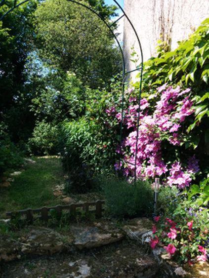 jardin du Gîte de la Roseraie à Cernay la Ville près de Paris