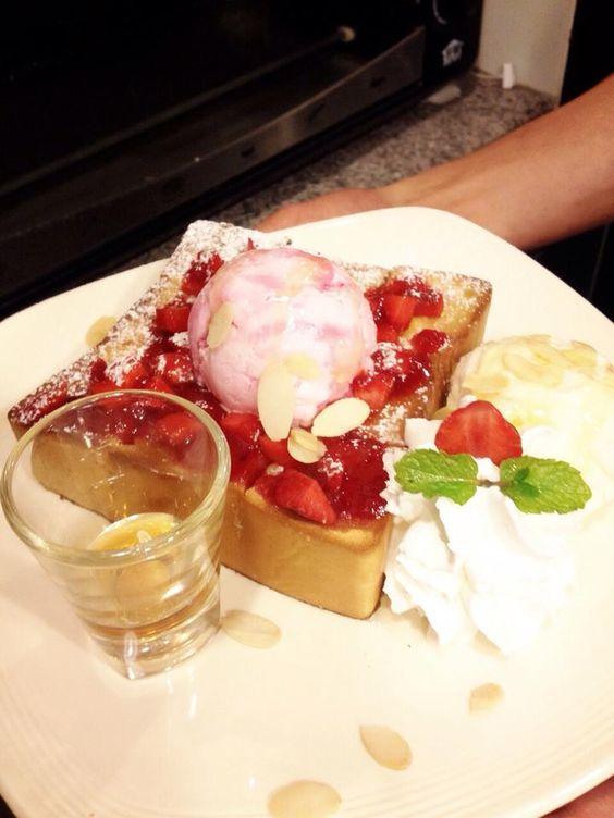 strawberry honey toast by Mr.toast at Chiangmai