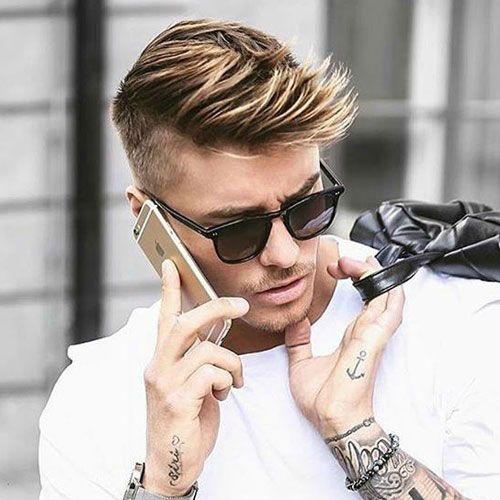 Hier ist eine Liste der Top kurze Männerfrisuren von 2016. Sie finden, dass die beliebtesten kurze Haarschnitte für Männer gehören Tollen, Hinterschneidungen, niedrige und hohe Blendungen, Kamm overs, Seitenteile , Pompadours, glatten Rücken und texturierte Spikes. Wenn Sie sich für die Inspiration vor dem nächsten Haarschnitt suchen, das sind die besten Kurzhaarfrisuren für Männer auf …