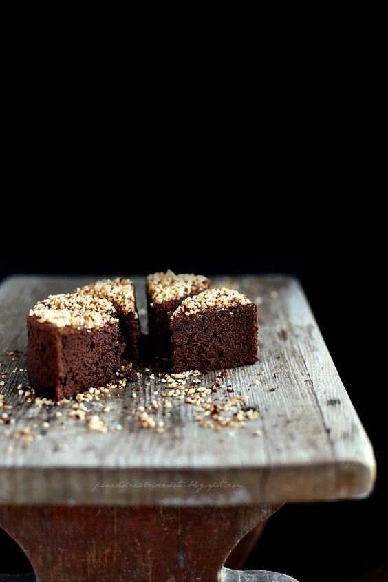 Non so quante torte al cioccolato avrò sfornato in questi ultimi anni...ne avrò fatte a decine e se io da una parte continuo a cercare...