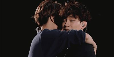I love how Jongin still has his arms around Chen, even as he yawns in his face