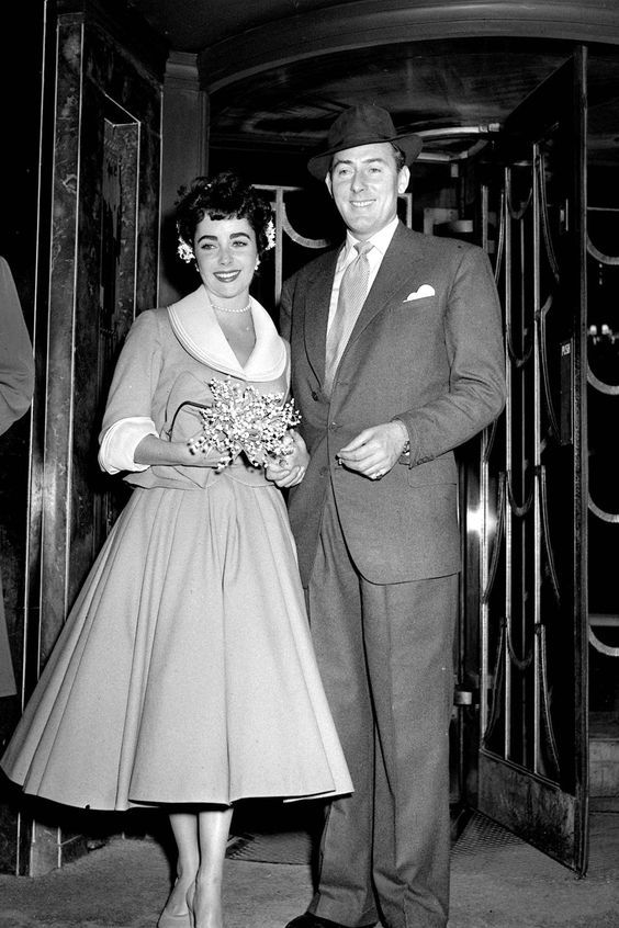 Elizabeth Taylor To Michael Wilding Her Second Marriage Elizabeth Taylor Style Celebrity Bride Celebrity Wedding Photos