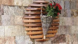 Resultado de imagem para como fazer grade de madeira para plantas