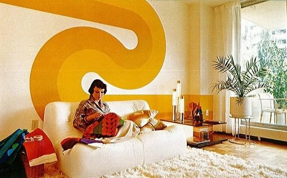 10 Living Rooms That Will Make You Want To Redecorate: This Wallpaper From The '60s And '70s Will Make You Want