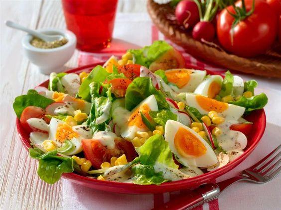 Sommersalat mit Joghurt-Dressing -