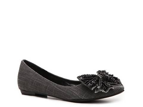 Love these pointy little bow shoes by Naughty Monkey. DSW