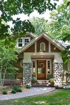 Bela casa com frente de pedras