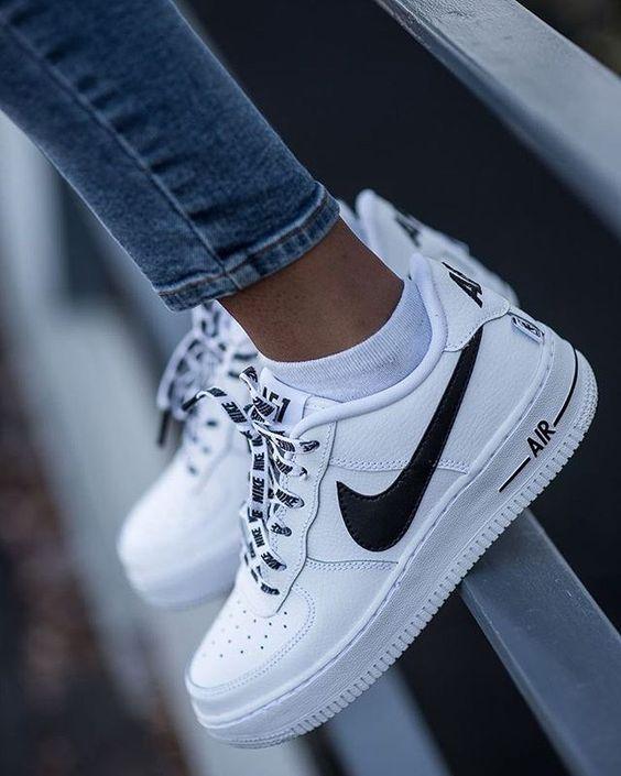 White Nike AirForce 1