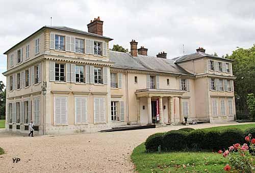 Château de Montreuil - domaine de Madame Elisabeth | Maison style,  Elisabeth, Madame