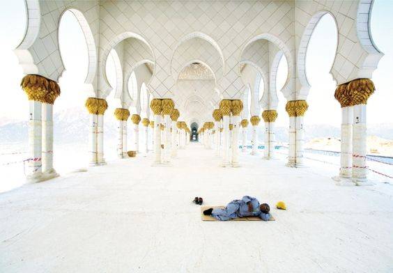William Huber - Mosque Worker - Picture Of The Day - ONE EYELAND | 2012-05-17 |