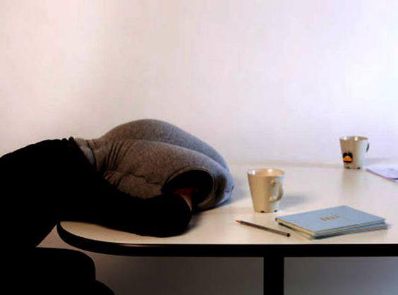 """""""Casulo"""" permite tirar soneca confortável no trabalho"""