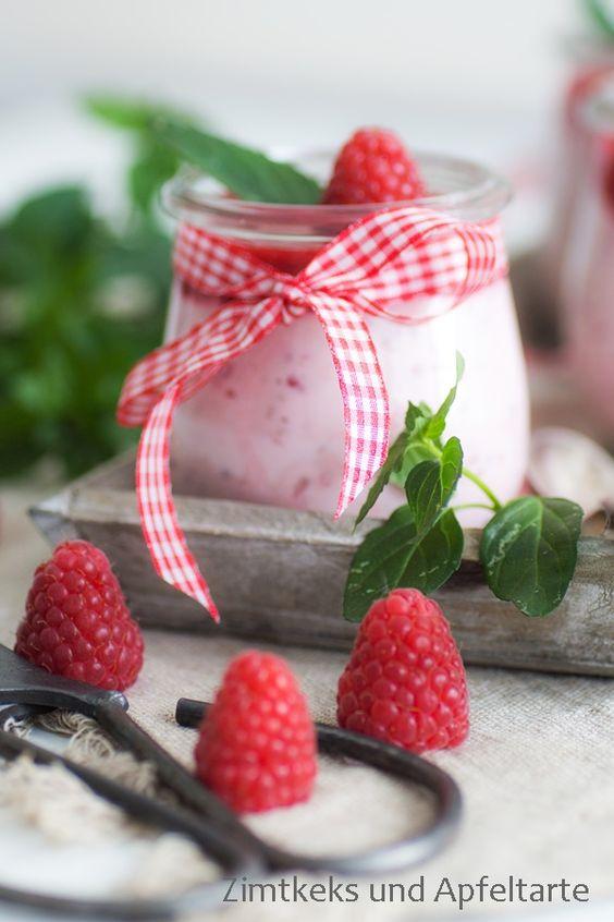Fluffiges Himbeer-Quark-Dessert für heiße Sommertage - Zimtkeks und Apfeltarte