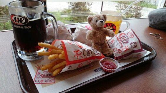 「漢はいつでも片道切符!さん@One_Way_Ticket_: 最初の沖縄ご飯は、エンダーww ルートビア良いじゃん♪ 」(ついっぷるフォト)