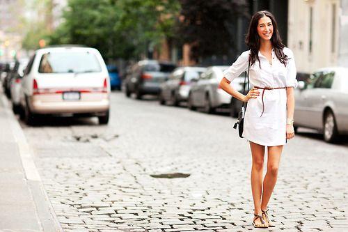 Vestido y sandalias, una combinación básica pero con mucho estilo para lucir elegante y suelta.  #UrbanLooks #Moda #MNYArgentina