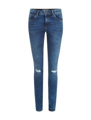 With their well-worn look and distressed details, these Blue Ripped Knee Skinny Jeans will look as if you've owned them since the original 90s grunge trend. £24.99 #AW15edit #fashion #newlook