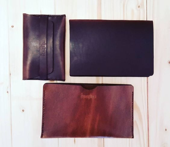 I'll be adding these (and a few more) in our shop later today. Stay tuned  #leather #modern #handmade #wallet #fieldnotes #passport #makersgonnamake #horween #handcrafted #formen #menstyle #contemporary #etsy