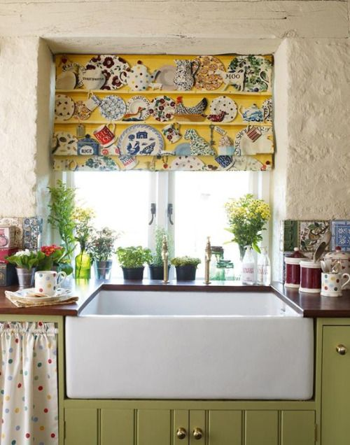 Love the fabric on the shade. I stuccoed my kitchen walls, so this is giving me some ideas. Emma Bridgewater fabric: