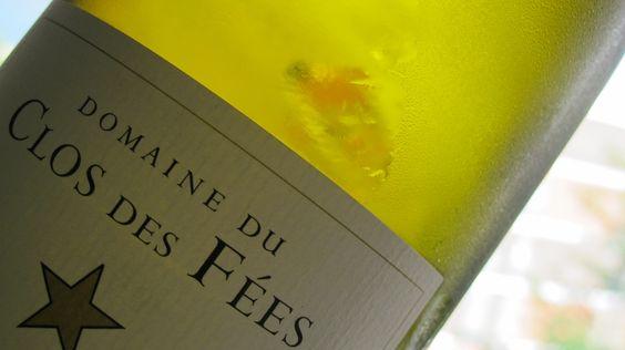 Cualquiera el ángulo: Clos des Fées, cepas viejas de Garnacha Blanca, es sencillamente delicioso.