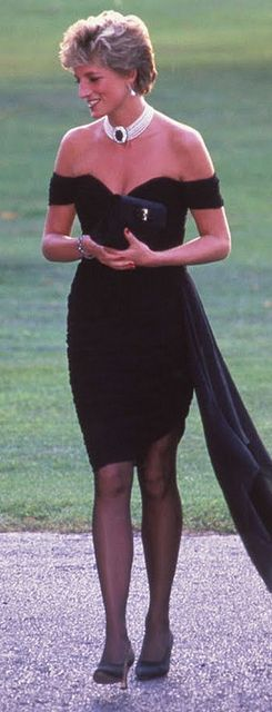 Princess Diana always knew how to make a black dress look classy. Soon after Prince Charles confessed he'd been unfaithful to her in a interview, Princess Diana attended a Vanity Fair party.