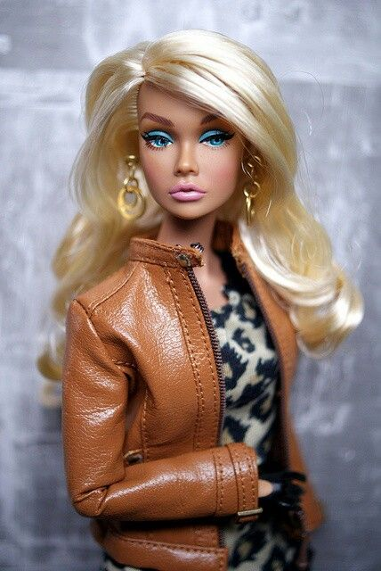I do love the color of Barbie's jacket - great for autumn.  (Pretty hair too!)