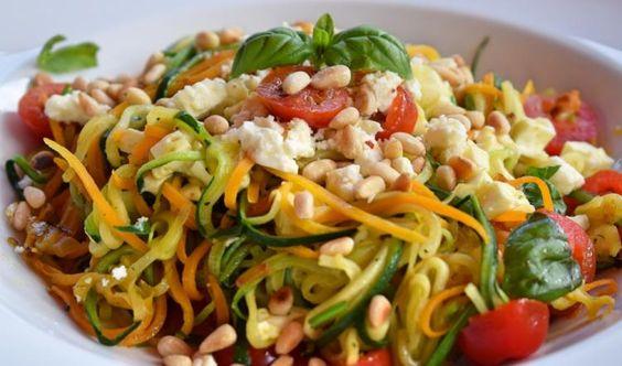 Gesund und lecker: Gemüsespaghetti mit Feta