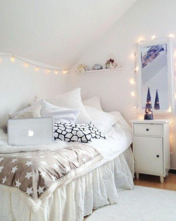 idee deco chambre ado avec guirlande lumineuse chambre ado sous pente - Eclairage Chambre Ado