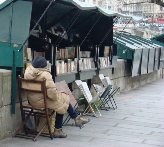 Bouquiniste on the banks of the Seine