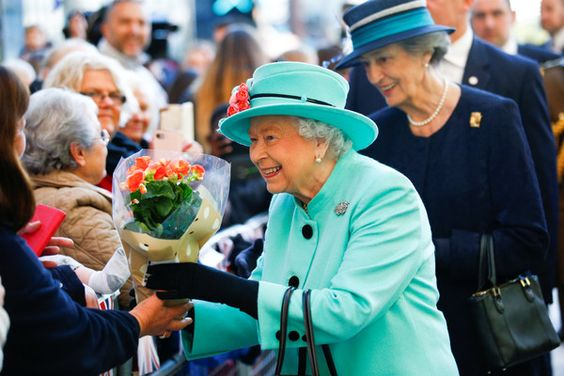 Queen Elizabeth II Photos - Britain's Queen Elizabeth II visits The Lexicon shopping centre during a visit to Bracknell on October 19, 2018 in Bracknell, England. - The Queen Visits The Lexicon