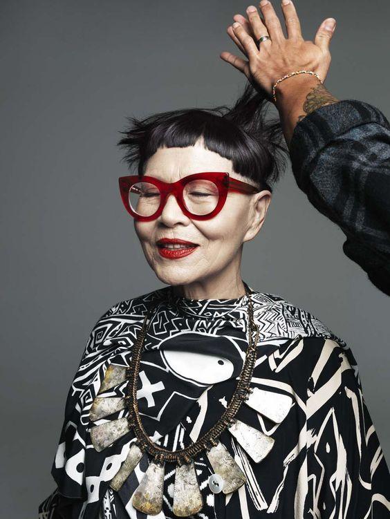 Oyster mag Jenny Kee (nacido el 24 de enero 1947) es un australiana diseñadora de moda . Nació en Bondi , de padre chino y madre de ascendencia chino / italiano. Kee comenzó su carrera en la moda en el modelado. Se casó con el artista australiano Michael Ramsden durante 21 años.