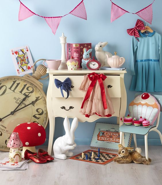 What awesome inspiration for an Alice in Wonderland bedroom!  I could totally do this....if I get me a baby girl!: