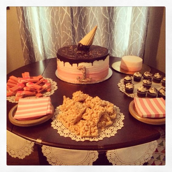 Amelias actual ice cream party setup... Sweets on sweets on sweets!