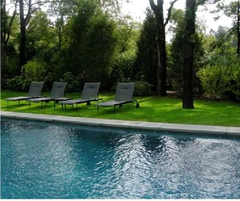 Black Lounge chairs: Black looks so good against a green landscape
