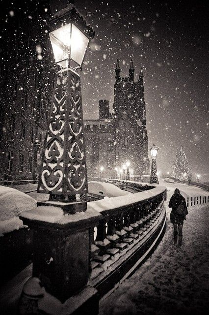 Snowy Night, Edinburgh, Scotland photo via jan