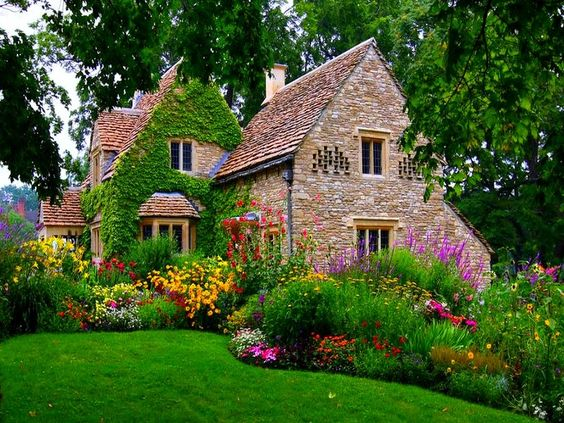 Wallpaper english mansions cottage anglais wallpaper for Cottage anglais