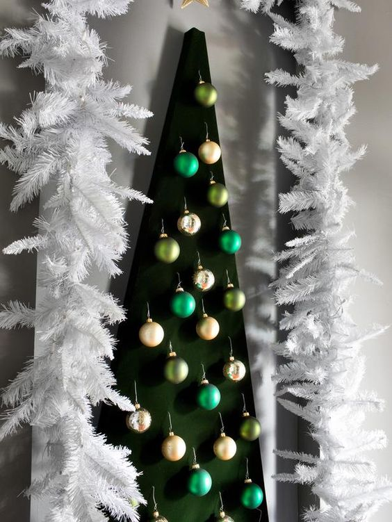 Wall-mounted #Christmas tree.