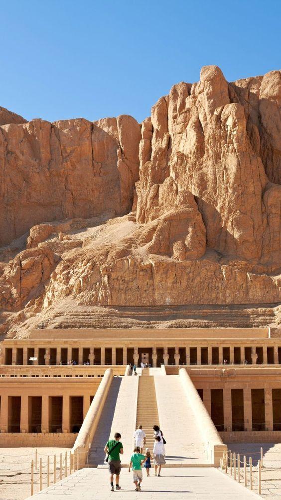 Храмът на кралица Хатшепсут, близо до Долината на царете в Египет