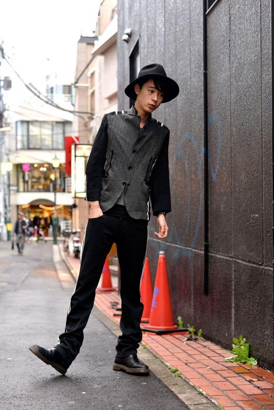 黒でまとめたコーデの成田凌のかっこいい高画質画像