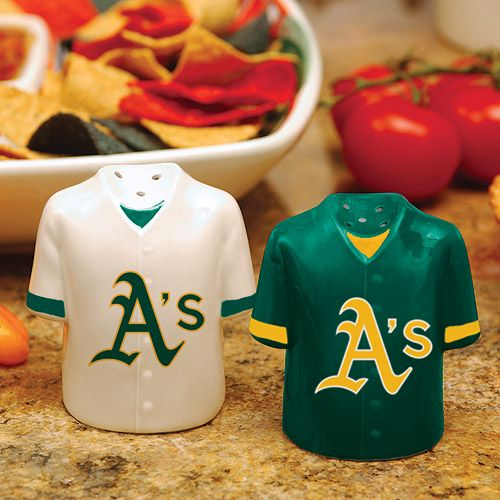 Salt & Pepper shakers for your favorite tailgate dish!