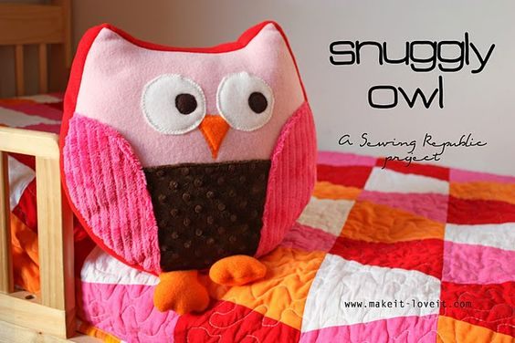 This adorable owl is so easy to make!  I made it in a weekend, and that's only because I'm new to sewing. From Makeit-loveit.com