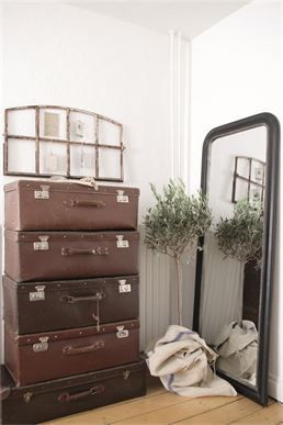 cool idea for old suitcases ... the French Corner... store in Eaton, CO looks really neat!!  C'est Magnifique!