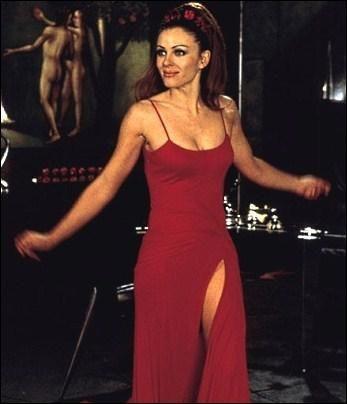 Elizabeth Hurley - Endiablé (2000)
