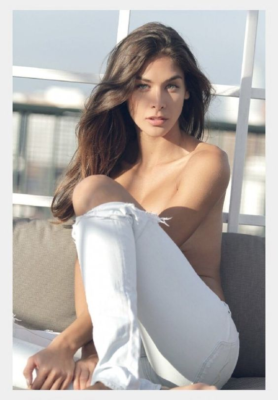 Dayana Mendoza reapareció con una sesión fotográfica en topless