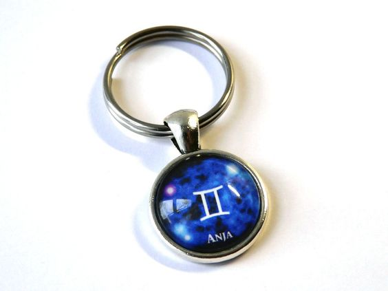 Schlüsselanhänger - Namens-Anhänger Sternzeichen Zwillinge - ein Designerstück von csoMunich bei DaWanda