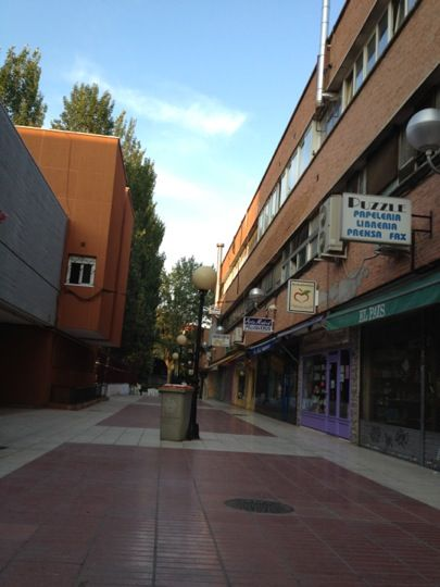 Madrid and d on pinterest for Centro comercial sol madrid