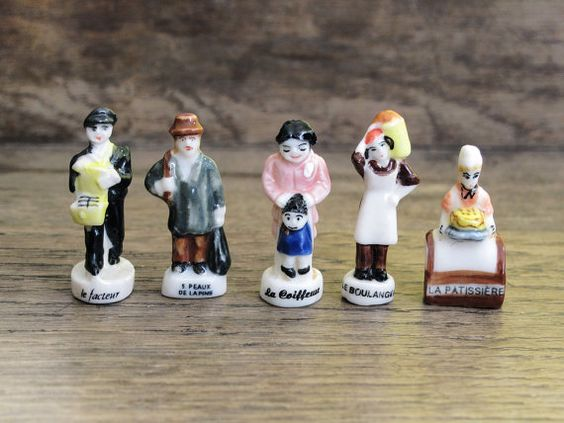 5 Vintage VILLAGERS Townspeople Washer Woman Laborer Granny Old Lady Figures Santons Miniature Villager French Feve Feves Figurines UU116