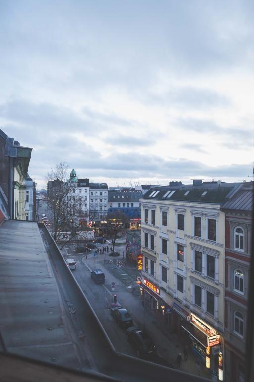 Stadt Hamburg. Ausblick aus einem Hamburger-WG-Zimmer. #Hamburg #flatshare
