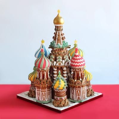 Russian Christmas in gingerbread: Hello I am Cornelia from houseofkuchen in Switzerland. I made this gingerbread house for a shop display. Do you like it?