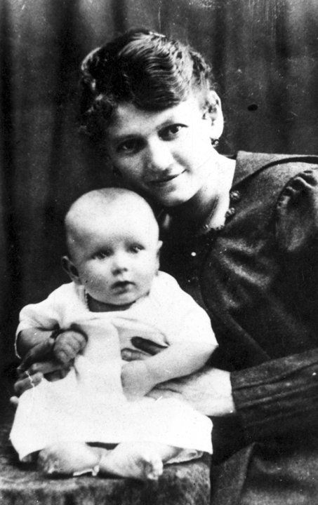 WADOWICE, POLAND - 1920: Karol Wojtyla (Pope John Paul II) with his mother Emilia of Kaczorowski family.  (Photo by Laski Diffusion/Getty Im...: