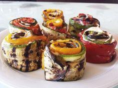Involtini di verdure e crema di ricotta, un piatto ricco e gustoso, con una crema che avvolge le verdure